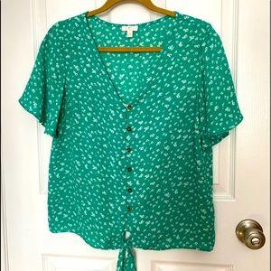 ✨2/$25✨ 🍃 Flowy green top 🌿